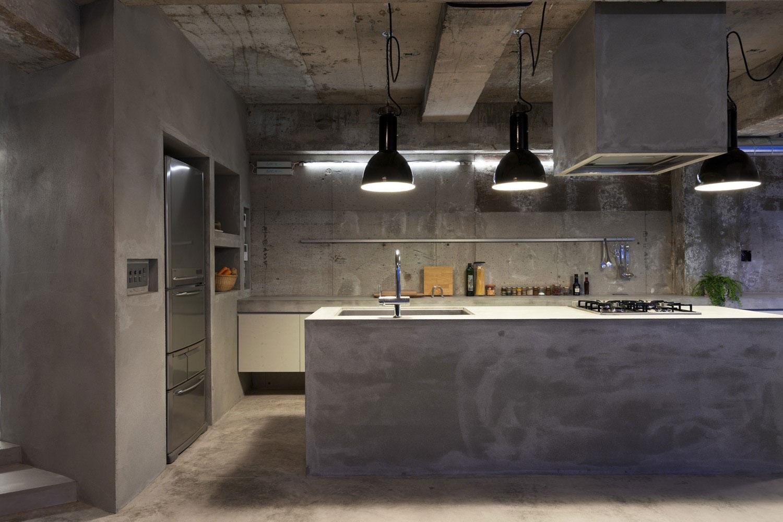 Dica PISO DE CIMENTO QUEIMADO na decoração de cozinha no Guia da  #926B39 1500x1000 Banheiro Com Parede De Cimento Queimado